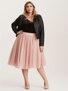 27 Plus Size Skirts Inspiring Ideas. Womens Plus size dress, clothes. Plus size outfit cute patterns inspiration. Womens plus size fashion. Tulle Skirt Plus Size, Dress Plus Size, Plus Size Skirts, Pink Skirt Outfits, Curvy Outfits, Plus Size Outfits, Pink Midi Skirt, Pink Skirts, Denim Skirts