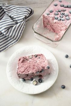 Here is a quick and easy homemade blueberry Weight Watchers dessert recipe. If you are looking for a delicious and tasty dessert for a Weight Watchers diet then try this one out. Weight Watcher Desserts, Weight Watchers Snacks, Weight Watchers Meal Plans, Blueberry Desserts, Köstliche Desserts, Frozen Desserts, Delicious Desserts, Dessert Recipes, Low Calorie Recipes