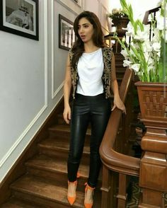 Mahira Khan HD Photos Mahira Khan is one of most popular & most beautiful actress of Pakistan who is a heartthrob not just for Pakistanis but for people all Pakistani Models, Pakistani Actress, Pakistani Dresses, Indian Dresses, Mahira Khan Pics, Mahira Khan Dresses, Urban Outfits, Fashion Outfits, Fashion Story