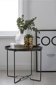 Ø 57 cm. H 48 cm. Side Table Decor, Table Decorations, Black Decor, Apartment Design, Living Room Interior, Interior Design Inspiration, Modern Interior, Entryway Tables, Georgia