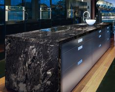 Kitchen Countertop 10 Outstanding Examples of Granite Kitchen Countertops Ideas - Modern Kitchen Countertop Ideas (Fresh Designs for Your Home) Stone Kitchen, Diy Kitchen, Kitchen Decor, Kitchen Ideas, Kitchen Modern, Black Granite Kitchen, White Granite, Decorating Kitchen, Rustic Kitchen