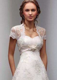 El detalle del Bolero hace de este vestido algo diferente y original, aparte de que resalta la parte superior del vestido
