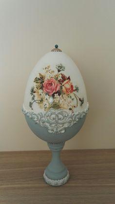 Egg Crafts, Easter Crafts, Diy And Crafts, Hoppy Easter, Easter Eggs, Egg Shell Art, Easter Egg Designs, No Rain No Flowers, Faberge Eggs