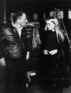 Frank and Mia on the Century Fox lot where they met, 1964 Death On The Nile, Beatiful People, Mia Farrow, Roman Polanski, King Of The World, Movie Couples, Best Actress, Vintage Hollywood, Old Movies
