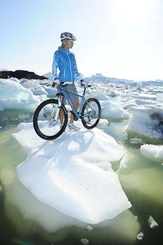 A németországi Radon kerékpárgyártó cég igazán impozáns helyszínre utaztatta a 2012-es katalógusának képeiért felelős stábot, ugyanis Grönland szolgált a fotók hátteréül, amelyeken a legújabb bringáikat mutatták be. Külön öröm, hogy fényképeken szereplő bringások, nem csupán modellek, hanem valóban hús-vér...