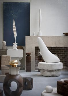 Shortly before his death, the Romanian sculptor Constantin Brancusi donated his studio and all of its contents to the French government on the condition that they reconstruct his studio as part of the Musée National d'Art Moderne. Abstract Sculpture, Sculpture Art, Brancusi Sculpture, Modern Art, Contemporary Art, Contemporary Sculpture, Constantin Brancusi, Art Moderne, Land Art