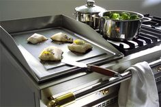 LaCanche- One of our fabulous built-in options for the cooktop. The plancha is a high-heat griddle option great for searing your fish meats. Kitchen Island With Sink, Kitchen Dining, Kitchen Islands, Medan, Plancha Grill, Seared Fish, Flat Top Grill, Fish And Meat, Ovens