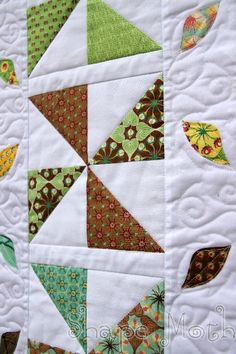 Shape Moth: Embroidered christmas ornaments and quilted table runner