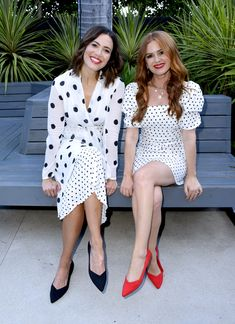 Mandy Moore and Isla Fisher Embrace The Polka Dot Trend At Rothy's Conscious Cocktails - Red Carpet Fashion Awards Rachel Brosnahan, Evan Rachel Wood, Isla Fisher, Jada Pinkett Smith, Mandy Moore, Celebs, Celebrities, Zara Dresses, Red Carpet Fashion