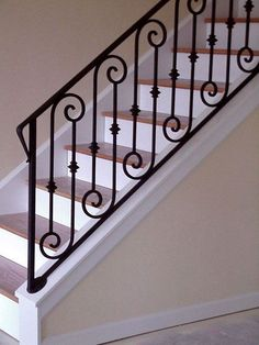 Custom wrought iron stairs railing Ideas for 2019 Staircase Railing Design, Outdoor Stair Railing, Interior Stair Railing, Wrought Iron Stair Railing, Metal Railings, Stair Handrail, Railing Ideas, Banisters, Iron Staircase Railing