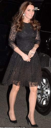 Kate Middleton attends the dinner, hosted by the American Friends of the Royal Foundation of the Duke and Duchess of Cambridge and Prince Harry. Pregnant Kate Middleton wore black dress for NYC dinner on December 2014 in New York City Moda Kate Middleton, Style Kate Middleton, Princesse Kate Middleton, Prince William Et Kate, William Kate, Princess Kate, Duke And Duchess, Duchess Of Cambridge, Duchesse Kate