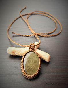 Golden obsidian macrame necklace/ Collar de macramé con obsidiana dorada de macrameencolores en Etsy