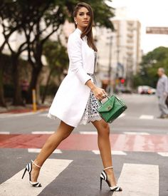 Camila Coelho Touch Of Green On Black And White Chic Fall Streetstyle Inspo Style Casual, Feminine Style, My Style, Fast Fashion, Womens Fashion, Classy Outfits, Cool Outfits, Fashion Outfits, Look Camila Coelho