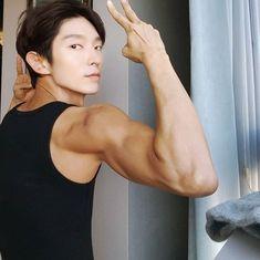 Lee Joon-gi's firm arms, move over Popeye Lee Je Hoon, Lee Joong Ki, Asian Actors, Korean Actors, Hanfu, Lee Joon Gi Wallpaper, Moon Lovers Drama, New Boyz, Cha Eunwoo Astro