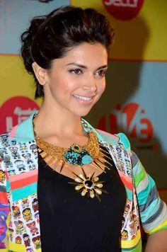 Deepika Padukone at 2013 Nickelodeon Kids Choice Awards love this pic her hair, makeup everything Indian Celebrities, Bollywood Celebrities, Bollywood Fashion, Bollywood Actress, Bollywood Stars, Indian Film Actress, Indian Actresses, Celebrity Pictures, Celebrity Style