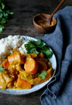 Curry with pumpkin and carrot - Nozooi - Healthy recipes - Sustainable lifestyle Carrot Recipes, Pureed Food Recipes, Veggie Recipes, Indian Food Recipes, Vegetarian Recipes, Healthy Recipes, African Recipes, Dinner Recipes, Recipes