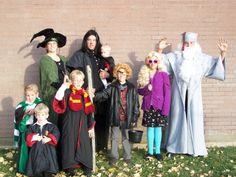 20 Harry Potter Halloween Costumes For Adults 2 - Page 8 of 31 - Easy Hairstyles Harry Potter Family Costume, Harry Potter Halloween Costumes, Harry Potter Birthday, Family Costumes, Family Halloween Costumes, Halloween Kostüm, Halloween Apples, Costumes You Can Make At Home, Expecto Patronum Harry Potter