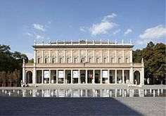 Teatro Valli and fountain. Municipality of Reggio Emilia archives. Photo by: Paola De Pietri.