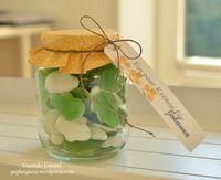 ...für Johanna Meine Nichte sollte ein wenig Bares zum Geburtstag bekommen. In ein Glas mit Schraubverschluß habe ich Gummi-Frösche gefüllt. Den Geldschein habe ich aufgerollt, in ein schmales Tüt...