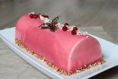 Voilà un délicieux dessert pour les fêtes de fin d'année : une bûche aux saveurs vanille et fruits rouges. Un vrai délice!