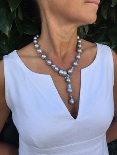 Exude style even in warm summer days with our Grey Baroque Pearl Drop Necklace. Hand knotted necklace from our California studio. Summer outfit ideas | 40 plus fashion in summer | summer fashion for over 40