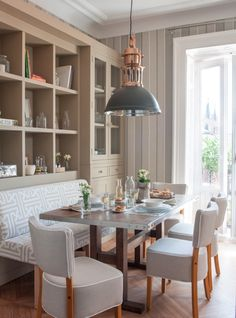 Home Decor Living Room Charming Dining Nook in Neutral Tones.Home Decor Living Room Charming Dining Nook in Neutral Tones Kitchen Banquette, Dining Nook, Dining Room Design, Dining Room Furniture, Dining Room Table, Home Decor Kitchen, Home Kitchens, Decorating Kitchen, Kitchen Living
