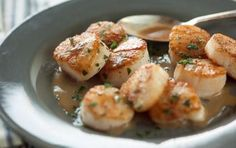 Seared Scallops // They're super easy... Learn how to do it! #cooking #seafood #recipe
