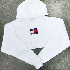 Reworked Tommy Flag Crop Hoody White ($48) ❤ liked on Polyvore featuring tops, crop top, white crop top and white top