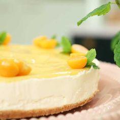 No bake cheesecake med vit choklad och citron No Bake Cheesecake, Fudge Brownies, Fika, Apple Cake, Dessert Recipes, Desserts, Panna Cotta, Nom Nom, Sweet Tooth