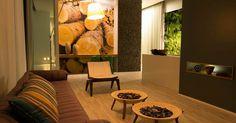 A arquiteta Hosanna Rodrigues Silva projetou a Casa Sustentável com estrutura ecorresponsável. Na iluminação decorativa foram utilizados LED?s, enquanto A energia gasta é produzida pela própria casa por sistema de células fotovoltaicas. A Casa Cor MG fica em cartaz até 16 de outubro de 2012, em Belo Horizonte