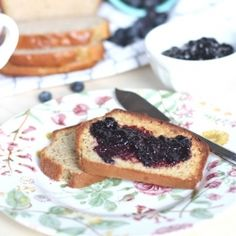 blueberry preserves - This 4 ingredient recipe is easy to make and does not include any artificial ingredients or refined sugar