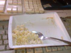Mon souper était succulent. Lasagne Alfredo, j'adore cette sauce là. j'm'en liche les fingers. \µ/—>:)