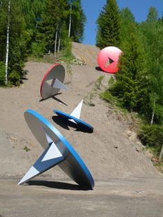 Tubling Tacks - Norway by The artistic team of Coosje van Bruggen and Claes Oldenburg