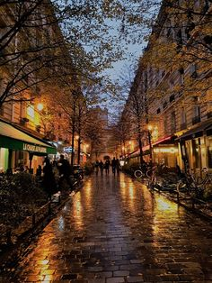 Le Marais -Paris in 7 days itinerary City Aesthetic, Travel Aesthetic, Places To Travel, Places To See, Beautiful World, Beautiful Places, Image Halloween, Paris Itinerary, Autumn Scenery