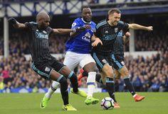 Coude à coude musclé entre les deux défenseurs des Baggies A Nyom, G McAuley et l'attaquant d'Everton Lukaku #Baggies #WB #Adidas #9ine @WBromwich Believe, Muscle, West Bromwich, Everton, Adidas, Muscles, Faith