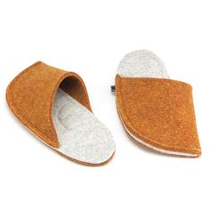 Colorful slippers made of wool felt. Cute, soft, and comfortable. Unique and simple design. Best Slippers, Fuzzy Slippers, Felted Slippers, Orange House, Anniversary Gift For Her, Felt Crafts, Warm And Cozy, Wool Felt, Feltro