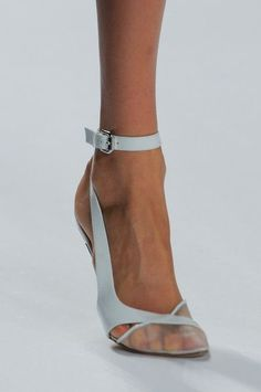 Mendel Spring 2014 - Details love them hoge hakken voorjaar Zapatos Shoes, Shoes Heels, Pumps, Hot Shoes, Beautiful Shoes, Shoe Collection, Summer Shoes, Designer Shoes, Jimmy Choo