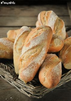 The (Genuine) French Baguette Mini baguette (in Spanish with translator) Bread Machine Recipes, Bread Recipes, Cooking Recipes, Pan Bread, Bread Baking, Bread Shop, Zuchinni Recipes, French Baguette, Pan Dulce
