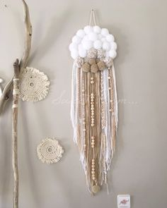 Pom Pom Crafts, Yarn Crafts, Diy Arts And Crafts, Diy Crafts, Dream Catcher Craft, Pom Pom Wreath, Deco Boheme, Boho Wall Hanging, Boho Diy