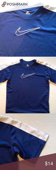 Nike short sleeve shirt Nike short sleeve sports shirt Nike Tops