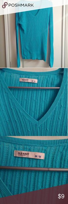 Old Navy long sleeve sweater SZ MEDIUM Old Navy long sleeve sweater SZ MEDIUM. Good condition. Comes from smoke and pet free home. Old Navy Sweaters