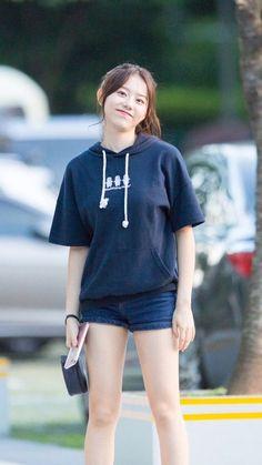 Sohye#170803 cr.Mordekai Kpop Fashion, Korean Fashion, Fashion Models, Girl Fashion, Fashion Outfits, Korean Drama Best, Choi Yoojung, Kim Sejeong, Mamamoo