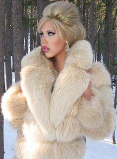 Fox Fur Coat, Fur Coats, Fabulous Fox, Front Hair Styles, White Fur, Fur Fashion, True Beauty, Sexy Outfits, Mantel