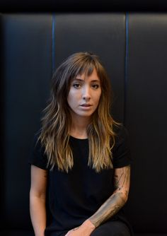 texture tonic Aveda Artist David Palmira used NEW Texture Tonic to style this undone, effortlessly c Curly Hair With Bangs, Short Curly Hair, Long Hair Cuts, Hairstyles With Bangs, Curly Hair Styles, Choppy Layers For Long Hair, Choppy Fringe, Long Shag Hairstyles, Choppy Bangs