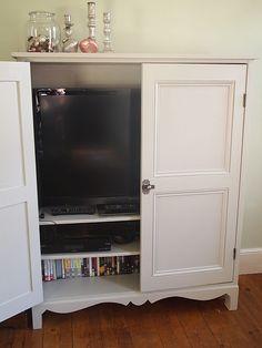 Love this TV cabinet! Living Room Built Ins, Living Room Wall Units, Ikea Living Room, Living Room Storage, Tv Escondida, Hidden Tv Cabinet, Conservatory Interiors, Tv Cupboard, Tv Wall Cabinets