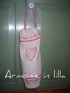 Portasacchetti con cuore trapuntato Bag holder with quilted heart