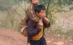 La storia incredibile di un padre che trasporta in braccio il figlio per 29 chilometri tutti i giorni #cina #yu #xukang #xiao #qiang