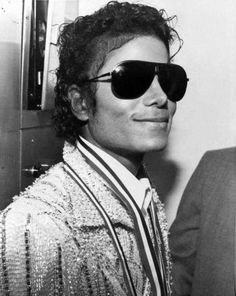 Michael Jackson ↔ my dream lover man!!!  That grin.... the shades.... everything about him!!!  ✔ Yeeesssssss! Perfectomundo!!!!  *swoon*