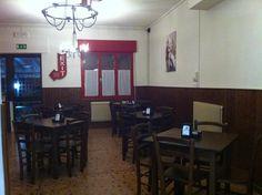 """Arredamento Ristoranti Pizzerie MAIERON SNC www.mobilificiomaieron.it  - https://www.facebook.com/pages/Arredamenti-Pub-Pizzerie-Ristoranti-Maieron/263620513820232 - 0433775330. Allestimento Arredo Ristorante, Bar, Pizzeria """"La vecia Osteria"""" ad Orsago (Tv). Tavoli e sedie in legno massello tutto color noce .Produzione Mobilificio maieron arredo pub, bar, ristoranti e pizzerie. #arredoRistorantemaieron #arredoristorante #tavoliesedie  #arredoristorante, #arredopub, #arredopizzeria."""