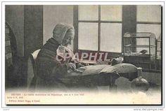 CPA Folklore Dentelle Bruges La vieille dentelliere du Beguinage nee le 4 juin 1822 TOP